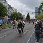 Ob jung oder alt: Der Marathon zieht die Massen