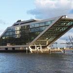 Das Dockland in Hamburg-Altona in Höhe des Fischereihafens