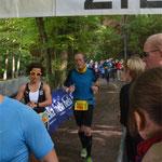 Die letzten Meter hinter der Volkslauf-Halbmarathon-Siegerin