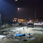 """Die neue Haupt wird ungefähr bis links an den Sandhügel reichen...davor sieht man auch das Loch für das """"letzte"""" Fundament..."""