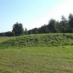 Hügel (Tor 1)