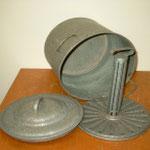 Eindünstkessel (Sterilisierkessel)  Aus den 50 er Jahren   Material: Blech verzinkt