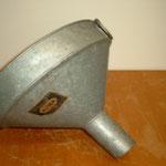 Obsttrichter   Aus den 50 er Jahren   Material: Blech verzinkt