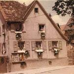 Das Wohnhaus der Schwiegereltern an Fronleichnam um 1950