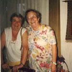 Maria Edelmann mit Schulkameradin Klara Herig, geb. Hofmann, ca. 1985