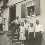 Bernhard und Albertine Weschenmoser mit Gästen