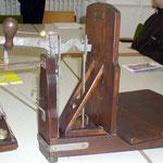 Brückendezimalwaage aus Holz und Gusseisen, Messinggewichte benutzt zu Beginn des 20. Jahrhunderts