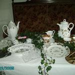 Anlässlich einer Hochzeit wurde Geschirr geschenkt