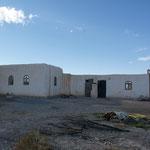 Das Wohnhaus. Die angebauten Zimmer sind für die Vorarbeiterfamilie. Sie werden immer öfter benützt.
