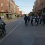 Auch hier fahren die Schüler  Fahrrad
