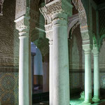 Die Säulen in der Halle