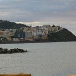 Ceuta sieht fast aus wie Montecarlo. Ist auch in etwa so stark überbauen.