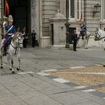 Wachablösung vor dem Palast