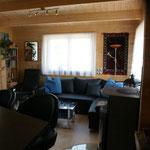 gemütliches Wohnzimmer mit  Sitzgruppe  (Ausziehbett),   Specksteinofen , Fernseher
