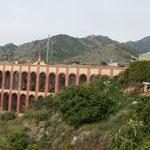 4-stöckiger Aqädukt in Nerja. Im 19.Jhr. erbaut zur Bewirtschaftung einer Zuckerfabrik. Jetzt für die Landwirtschaft