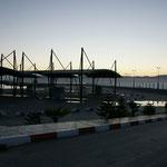 Der Marinehafen ist gut abgesperrt. Flüchtlinge!!