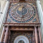 Rostock Kreuzkirche, astronomische Uhr von 1472/1643. Weltweit letzte Monumentaluhr im Originalzustand