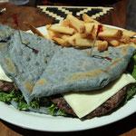 Hamburger nach Navajo Art. Blau wegen blauem Mais