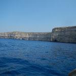 Mitt dem Boot sind wir durch die Höhle gefahren ......