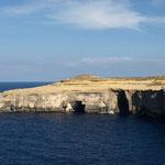 Bei Bootstouren und Tauchtouren kann man die Höhlen auch von unten besichtigen