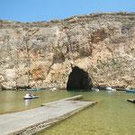 Der Inlandsee Il-Qawra mit einem Durchgang zum Mittelmeer