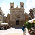 es gibt zahlreiche Kirchen zum besichtigen