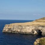 Beim Spaziergang entlang der Küste gibt es noch mehr Höhlen zu sehen