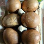 Braune Eier in Rote Beete-Sud gekocht