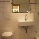 Dusche / Waschtisch und WC