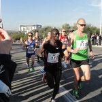 Marathon-Weltrekordlerin Paula Radcliffe (im roten Top in der Mitte)