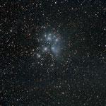 """23/10/15 - M 45 Pleiadi con obiettivp Pentacon mm. 200 f 4 e QHY8L - 26 scatti da 420"""" da Antria"""