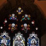 Anges au-dessus du vitrail de la Transfiguration