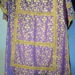 Tonacella con fondo viola e disegno giallo. Manifattura italiana sec. XX