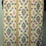 Pianeta color ecrù con motivi floreali policromi. Manifattura italiana sec. XIX