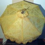 Ombrellino processionale giallo con croce apicale, manifattura italiana sec. XIX