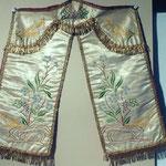 Conopeo di tabernacolo in seta ricamata a fiori. Bottega toscana sec. XIX