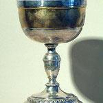 Pisside con decorazione a piccole sfere e nastrino. Bottega toscana sec. XIX