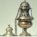 Turibolo con decorazione traforata in metallo dorato. Bottega toscana sec. XX