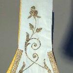 Stola con motivo in oro applicato. Manifattura italiana sec. XX