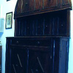 Bancone da sacrestia in legno intagliato, bottega toscana sec. XVII