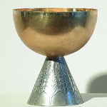 Calice con coppa dorata e decorazioni a spighe. Bottega italiana sec. XX