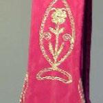 Stola colore rosso con ricamo polilobato. Manifattura italiana sec. XX