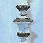 Candeliere in legno con nodo geometrico. Bottega toscana sec. XVIII