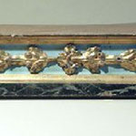 Base per espositorio in legno dipinto e dorato. Bottega toscana sec. XIX