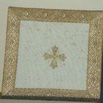Borsa bianca con bordo dorato. Manifattura italiana sec. XIX