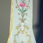 Stola fondo crema con motivo a fiori. Manifattura italiana sec. XX