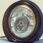 Reliquiario con cornice ovale in legno. Bottega toscana sec. XIX