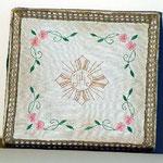 Borsa con fiori ricamati. Manifattura italiana sec. XIX