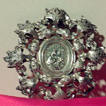 Ex-voto in argento decorato con motivi vegetali. Bottega toscana sec. XX