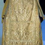 Tonacella in oro damascata con motivi floreali. Manifattura italiana sec. XX